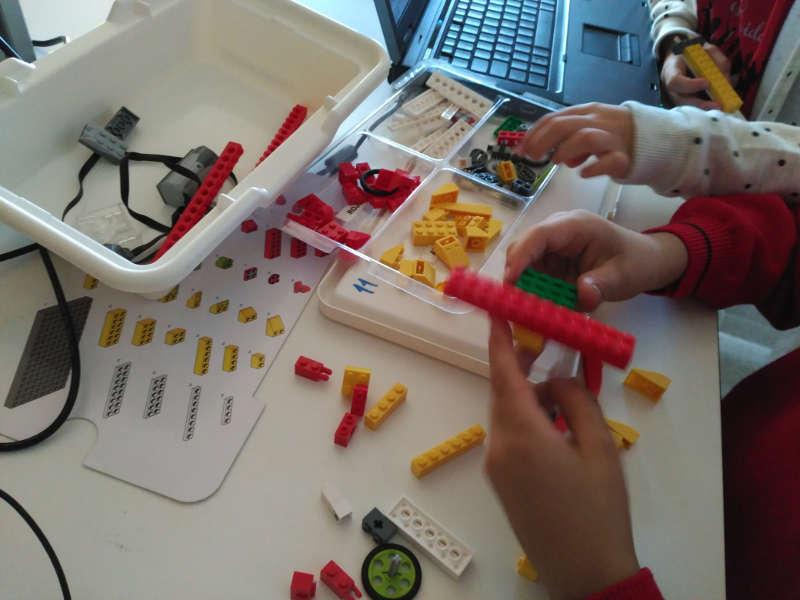 iSchool lo recomendamos Pequeños Ingenieros